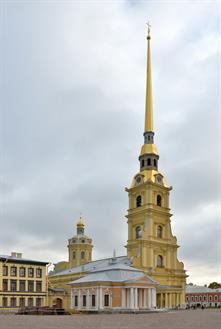 Peters_Great_boathouse_Saint_Peter_and_Paul_Cathedral_in_Saint_Petersburg.jpg