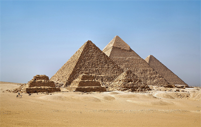 1713px-All_Gizah_Pyramids-3.png